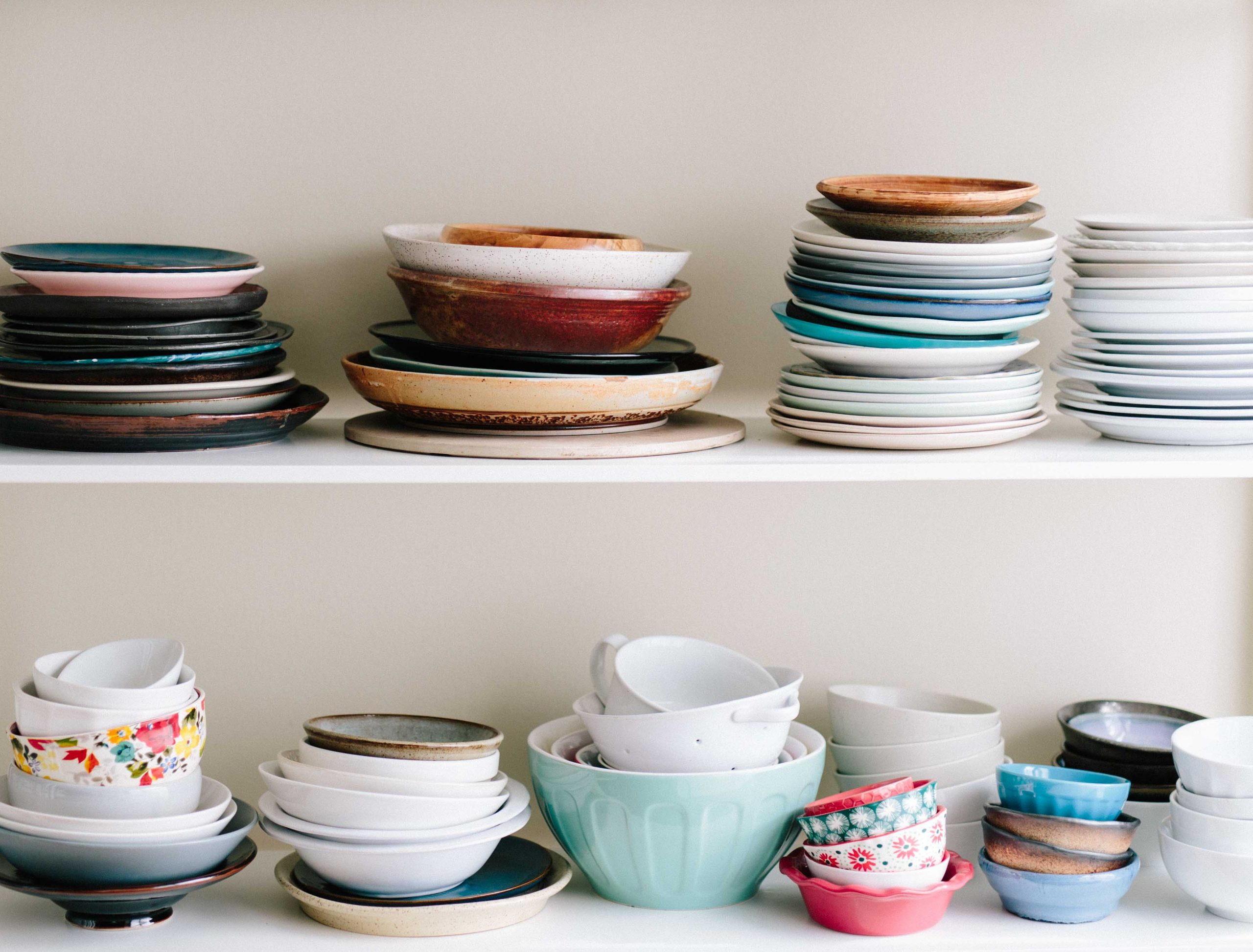 Picture of mismatched plates. Keeping dishes and plates organizedhow to clean a kitchen